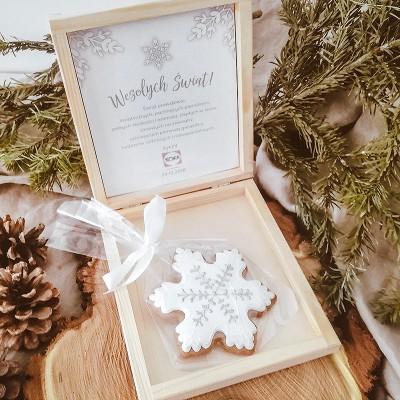 PIERNIK świąteczny firmowy w drewnianym pudełku Snowland Z LOGO