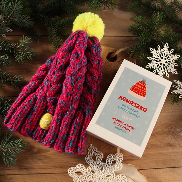 CZAPKA na świąteczny prezent firmowy w pudełku Trzymaj Się Ciepło Tej Zimy Z LOGO