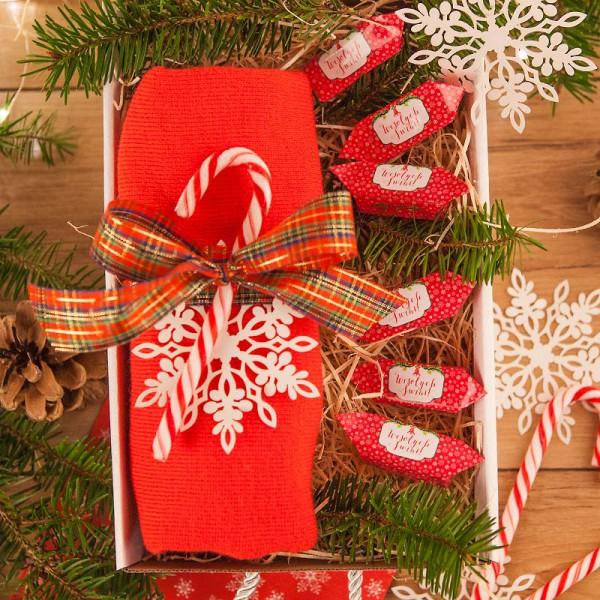 PREZENT świąteczny Czapka w pudełku Z IMIENIEM Zestaw Czerwony