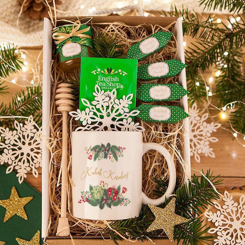 Słodki zestaw na prezent świąteczny z kubkiem i herbatą