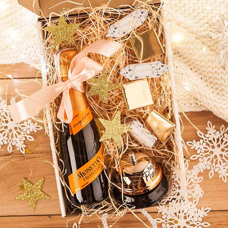 Kosz prezentowy świąteczny z Prosecco i dzwoneczkiem