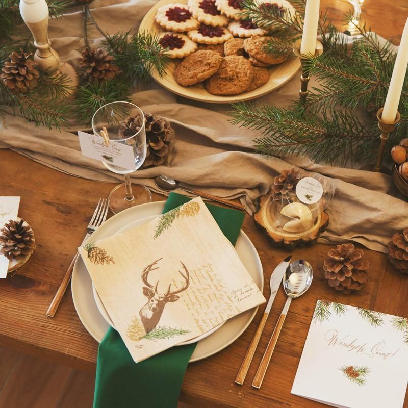 Dekoracja stołu wigilijnego w naturalnym wydaniu