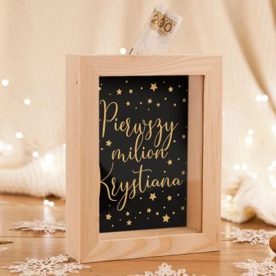 SKARBONKA drewniana na prezent świąteczny z szybką Z IMIENIEM Pierwszy milion