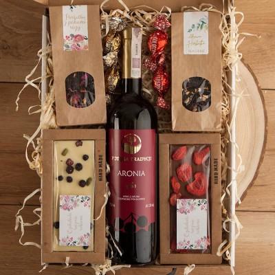 KOSZ prezentowy świąteczny z winem Aronia Z PODPISEM