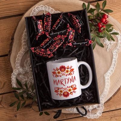 KOSZ prezentowy świąteczny Z PODPISEM Kubek i krówki FOLK