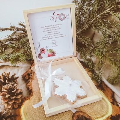 PIERNIK świąteczny firmowy w drewnianym pudełku Christmas Z LOGO