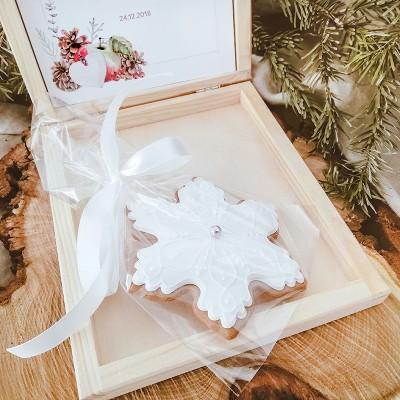 PIERNIK świąteczny w drewnianym pudełku Christmas Z LOGO