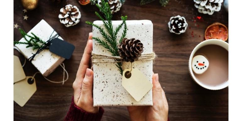 Jak zapakować prezenty świąteczne? - woreczki, zawieszki, torebki prezentowe