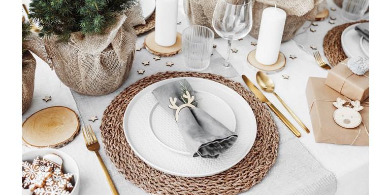 Jak pięknie udekorować stół świąteczny? Przykłady dekoracji stołu na Boże Narodzenie