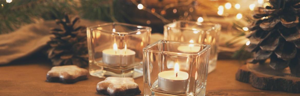 Świece, świeczniki, naczynia